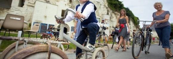 Un enfant sur un vélo lors du Anjou Vélo Vintage
