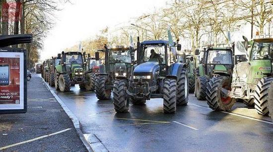 manifestation tracteurs agriculteurs à Angers