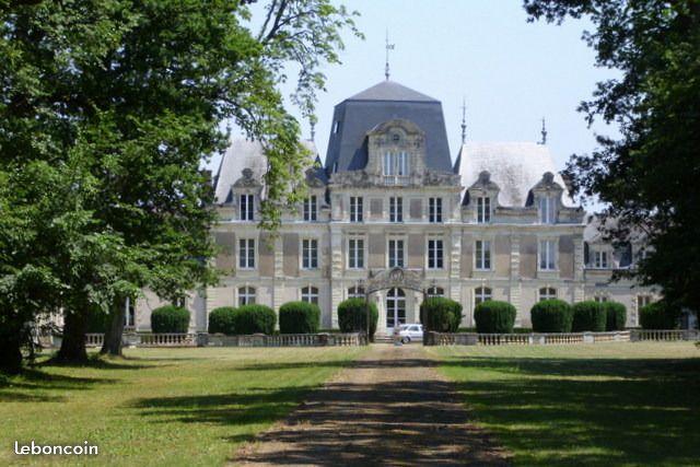 Château à Soulaire et Bourg