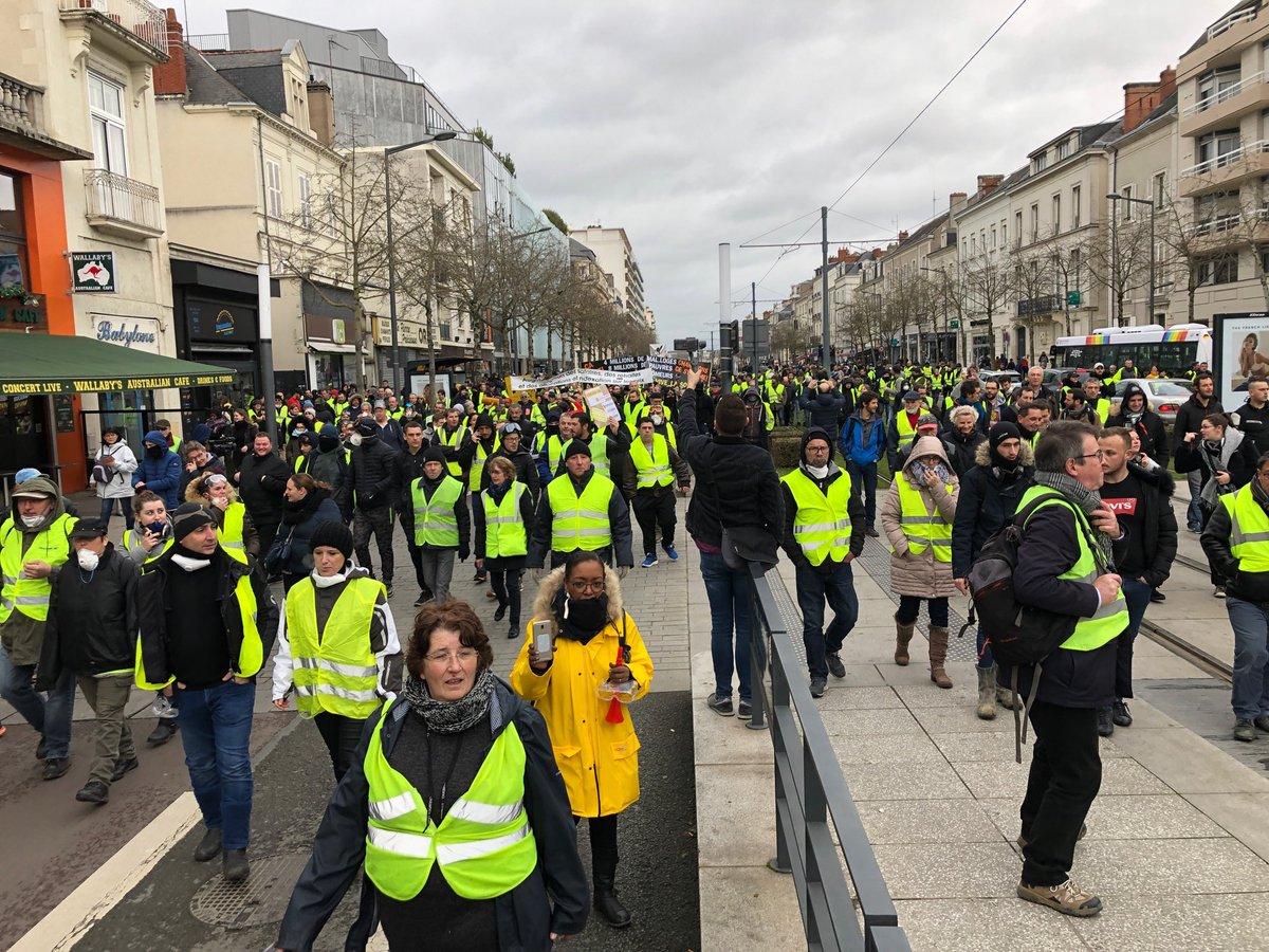 Gilets Jaunes à Angers : le défilé depuis le Jardin du Mail